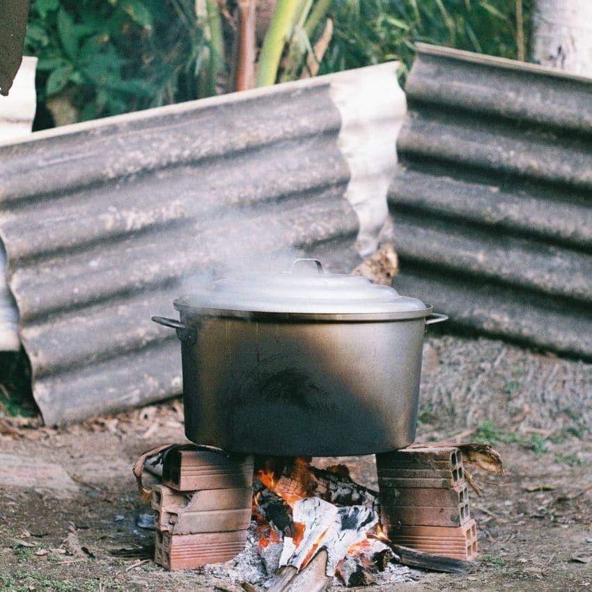 Dutch oven over bål