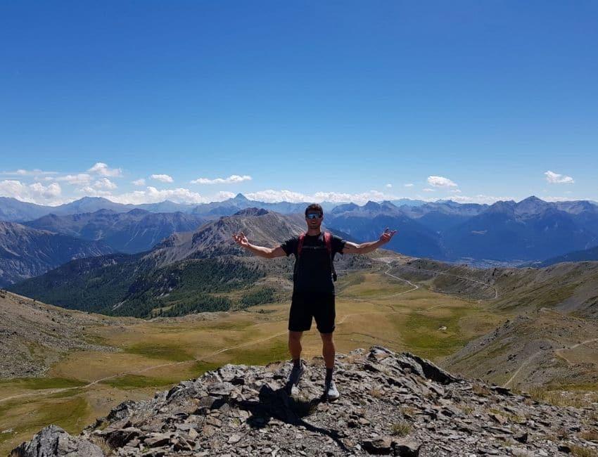Hjalte Riis på toppen af et bjerg