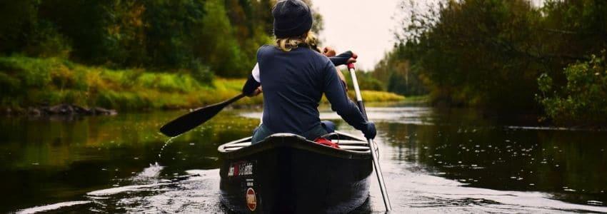 Kvinde i en Kano