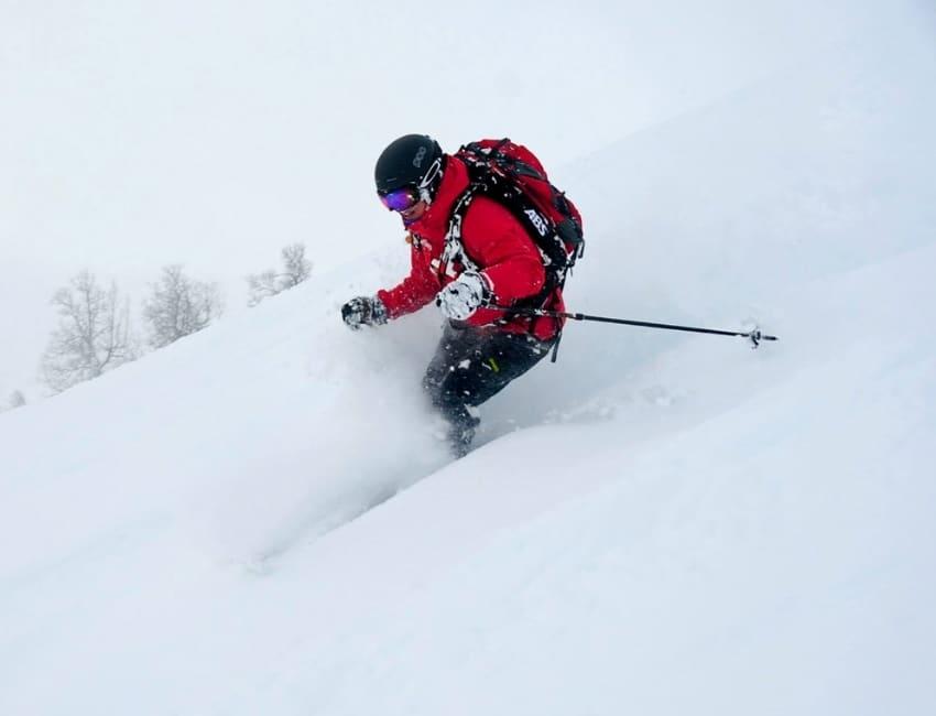 Lea løber på ski i puddersne