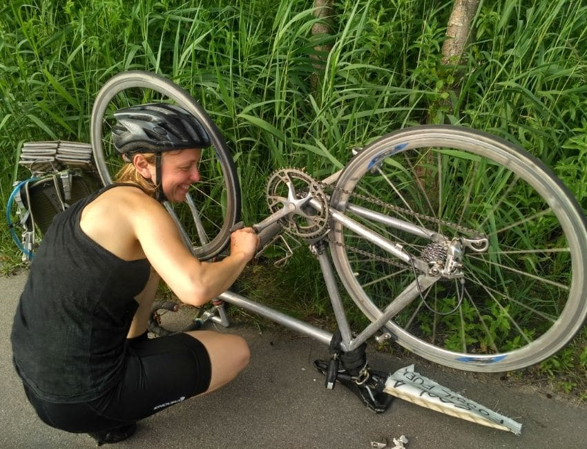 Line Skov fikser sin cykel