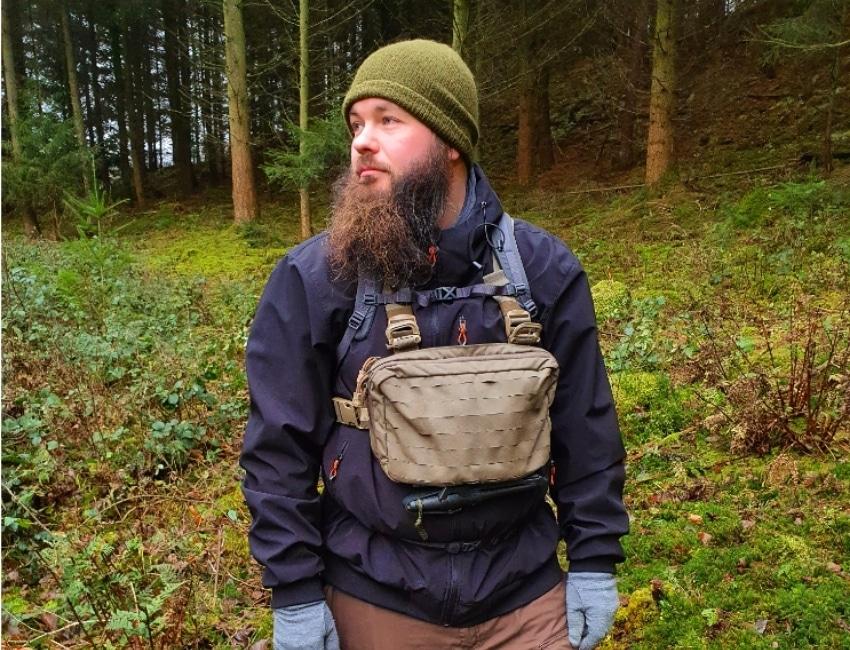 Mikkel Vedel inde i en skov