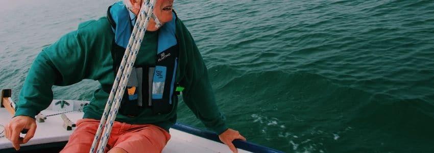 Oppustelig redningsvest i blå farve