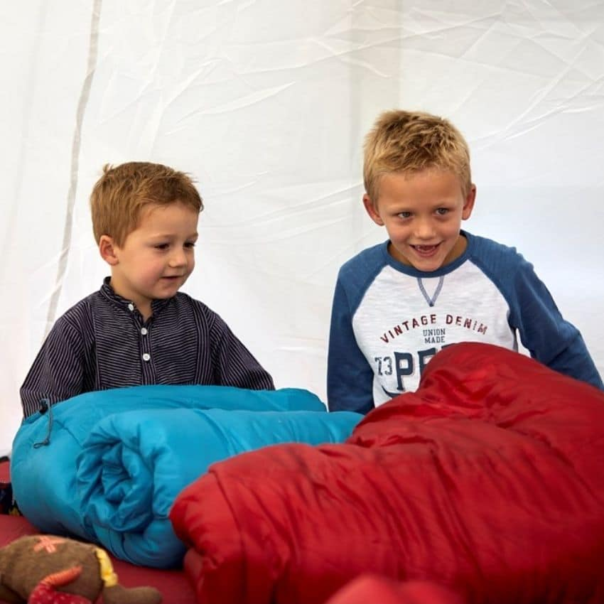 Telt med flere børn i en børnesovepose