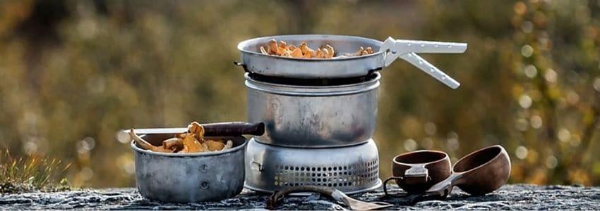 Mad der bliver lavet med et Trangia stormkøkken
